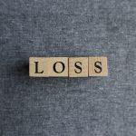 持ち株に含み損が発生した場合はどうすればいい? 初心者でもできる対処法を紹介